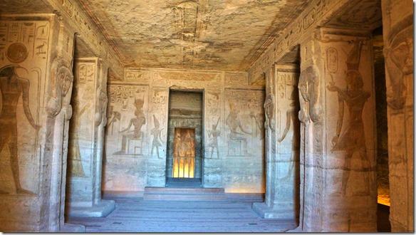 2810 wir durften 2 Fotos machen von den Innenräumen des Tempels