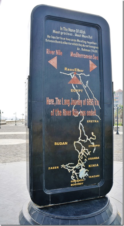 3020 hier nochmals ein Monument mit den in Stein gezeichneten Flussläuenf der beiden Nil und des Atbara