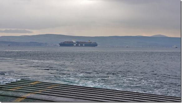 3042 dieses oder ein Schwesternschiff dieser Schiffslinie hat den Frosch vor 9 Monaten nach Afrika gebracht