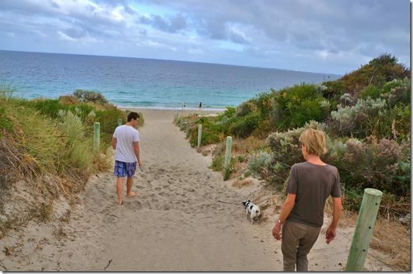 1055 am Sonntag, auf gehts zum Beach-Bummel mit Hund Peanuts