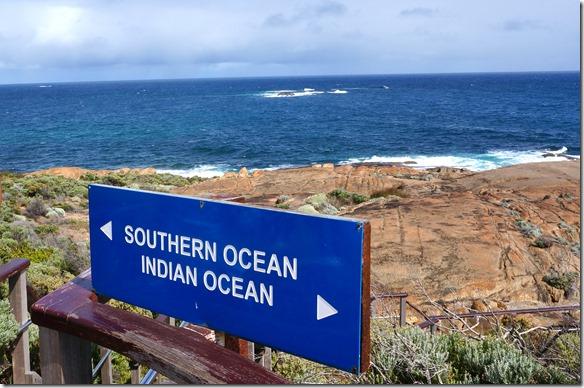 1142 die Trennlinie verläuft Oberkante Schild zu via Fels im Meer nach dem Horizont