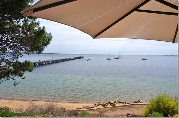 1354 die Jetty in Streaky Bay aufgenommen aus einem Strandkaffee