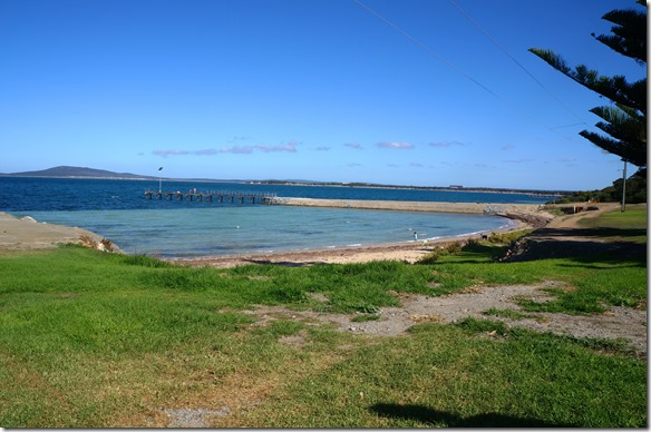 1394 die kleine Beach die zum Camping gehört, aber aufgepasst hier gibt es die berühmten weissen Haie