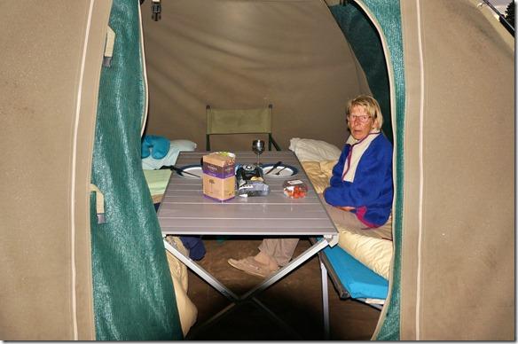 1635 das Wetter auf Kanguru Island war sehr feucht, darum mussten wir das Abendessen ins Zeltverlegen