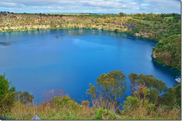 1658 der Name des Sees kommt wegen seiner blauen Farbe die ausserordentlich intensiv ist während der Sommermonate November bis April