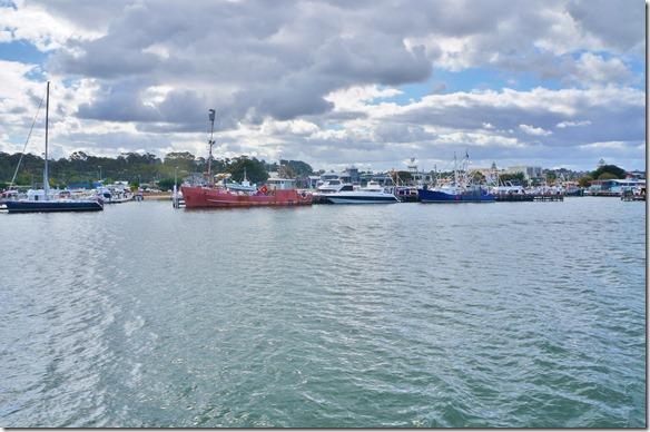 1817 zum teil sind recht grosse Fischerboote im Hafen