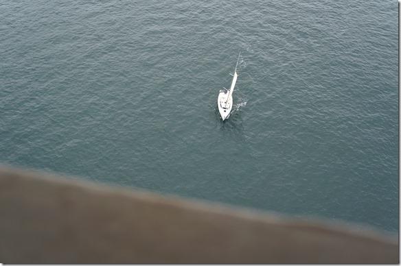 1891 die Boote die unter der Brücke durchfahren erscheinen eher klein wegen der sehr gossen Höhe der Brücke