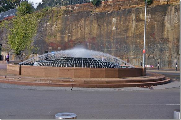 1901 am Eingang zum Opernhausplatz steht dieser schöne Brunnen