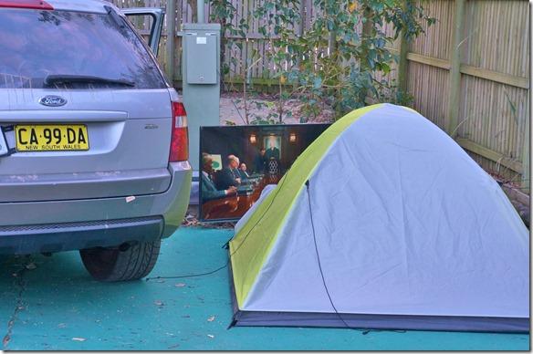 2079 unsere Nachbarn hatten einen Fernseher mitgenommen der grösser war als ihr Zelt = auf dem Platz in Mooloolaba