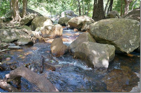 2603 auf der Fahrt nach Mission Beach kann man einige Wasserfälle besuchen
