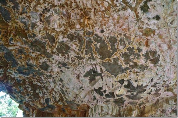 2708 eindrückliche Lavaformationen und -farben