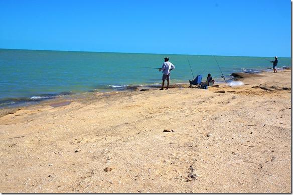 2739 wer Zeit hat und das Zeug dazu ist am Fischen, obwohl hier sich anscheinend Krokodile im Wasser sind