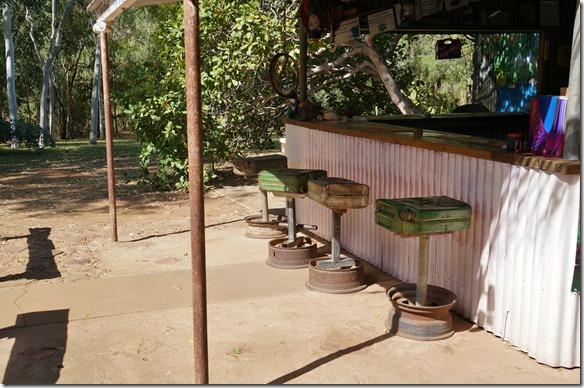 2769 in Lorella Springs ist alles auf Outback gettimmt, selbst die Barhocker sind aus alten Kanistern und Felgen zusammengeschweisst