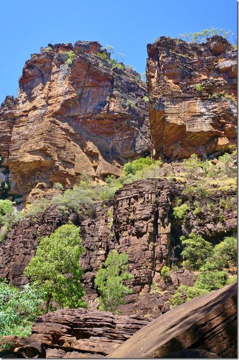 2802 zu Teil sind Überhänge an den mächtigen Felsgebilde