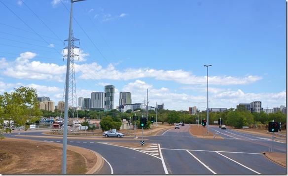 2882 die Skyline von Darwin (nicht so Prozig wie diejenigen der andernaustralischen Städte aber mit mehr Charm und Stil)