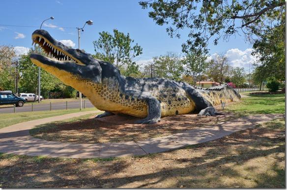 3007 ein 20 meter langes Krokodil aus Beton in Wyndham