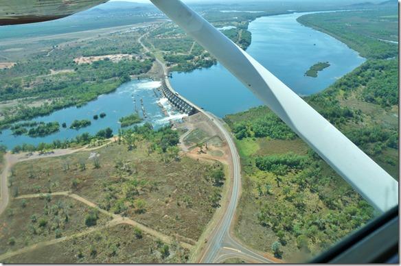 3023 der Staudam mit dem Kraftwerk (der meiste Strom geht in die Diamantenmiene