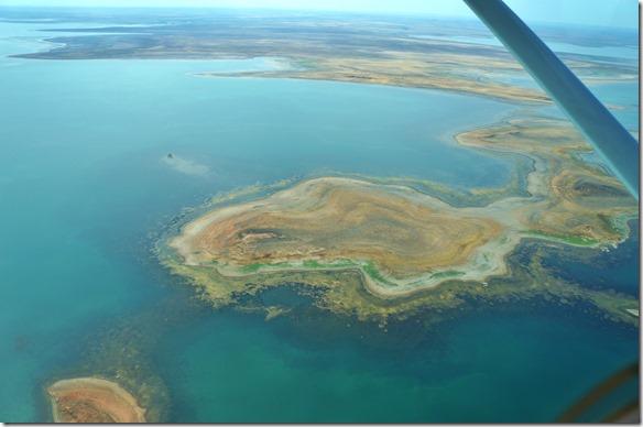 3032 die Inseln sind aus schöngeschichteten Steinmaterialien