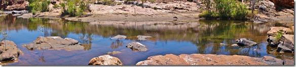 3159 der Fluss führt immernoch Wasser, so dass wir uns auf ein kühlendes Bad freuen können