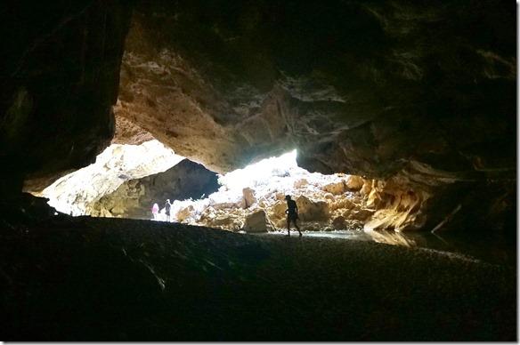 3177 auf ca. halbem Weg durch den Tunnel gibt es eine Öffnung, wo der Tunnel mal eingebrochen ist