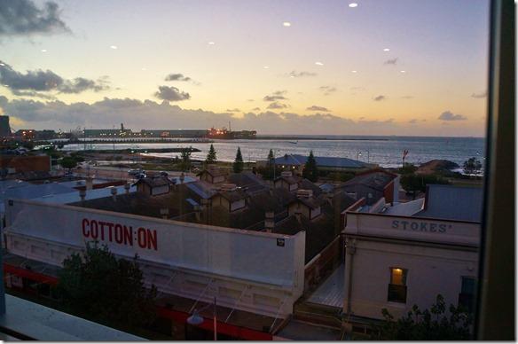3502 Aussicht in der untergehneden Sonne auf den Hafen von Geralton