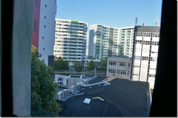 1004 Ausblick aus meinem Zimmer Der Preis war sehr angemessen, darum auch die Aussicht etwas beschränkt