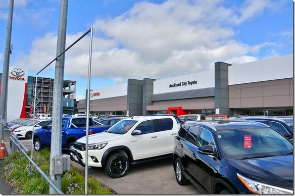 1015 die Toyotawerkstätte, welche den Airbag auswechseln muss auf Grund eines Werkrückrufes