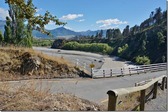 1179 diese Brücke hat genug Abstand zum Fluss