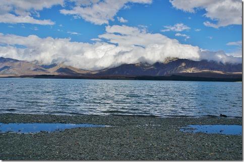 1205 die ganzen Berghänge sind mit weissen Wolken wie eingehüllt