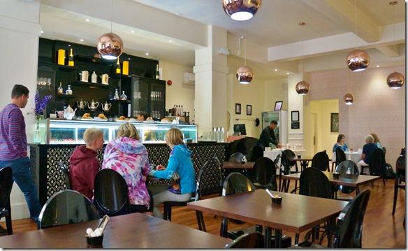 1311 im Louis Sergant, eiem der besten Cafes und Conficerie in Wellington geniessen wir ein leckeres Gipfeli (Schweizeraert) und ein Schokokuchengedicht bevor wir nach Lake Taupo aufbrechen
