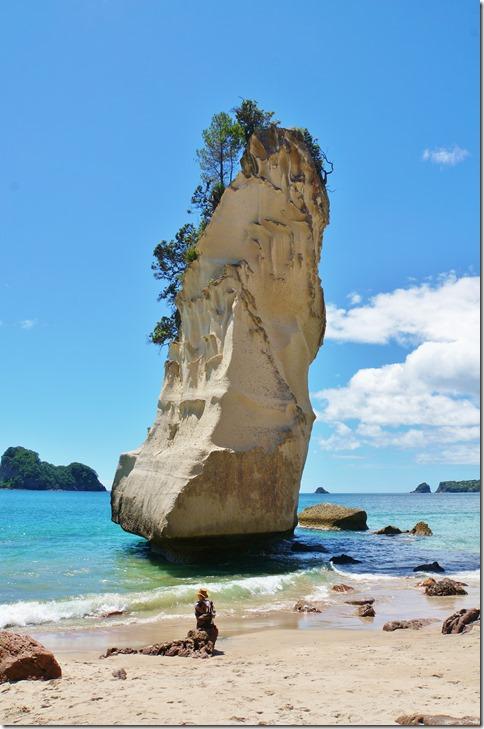 2036 an diesem Felsen kann man die Gewalt des Meeres erahnen = in absehbarer Zeit wird auch dieser Brocken fallen und vom Meer verschlungen