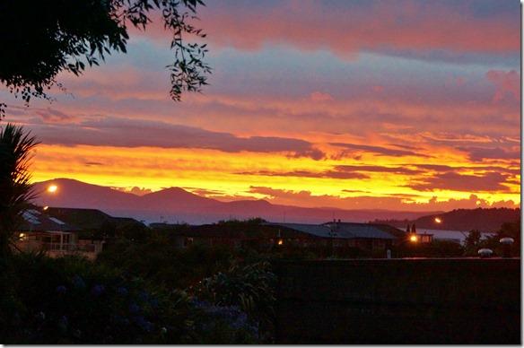 2044 es ist aber ein wunderschöner Sonnenuntergang am Lake Taupo