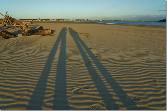 2168 die Schatten sind schon lange, aber hier auf der Südinsel dauert die Dämmerung so lange wie in der Schweiz (nicht wie in Australien 15 Min.)