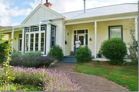 2218 Ankunft und Empfang von Steve dem Besitzer der Kikiwa Lodge