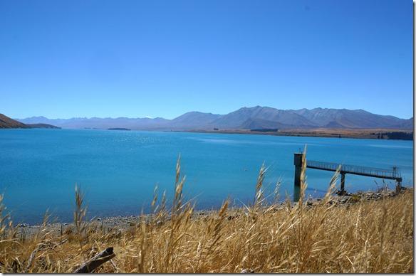 2339 vermutlich die Trinkwasserfassung für Tekapo = der See ist sehr kalt und absolut sauber, es gibt ganz selten Schffsverkehr auf diesem See