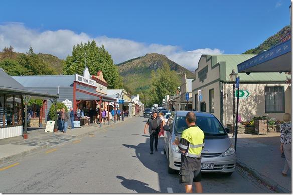 2351 Hier besuchen wir noch Arrowtown, eine alte Goldgräberstadt die heut noch erhalten ist und wo Leute noch ganz normal ( ausser den Preisen) wohnen