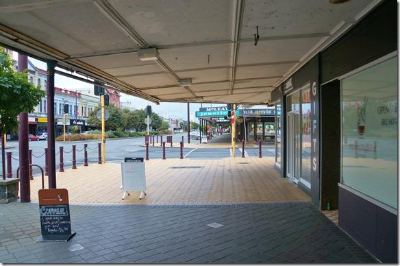 2390 eine der vielen Einkaufsstrassen in Invercargill, unserem südlichsten Reiseort in Neuseeland