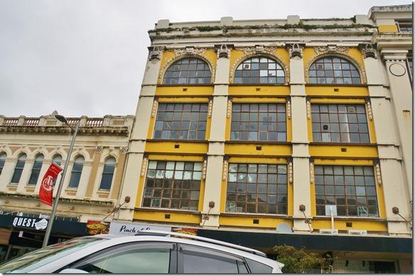 2392 eines der wenigen verzierten Gebäude von Invercargill