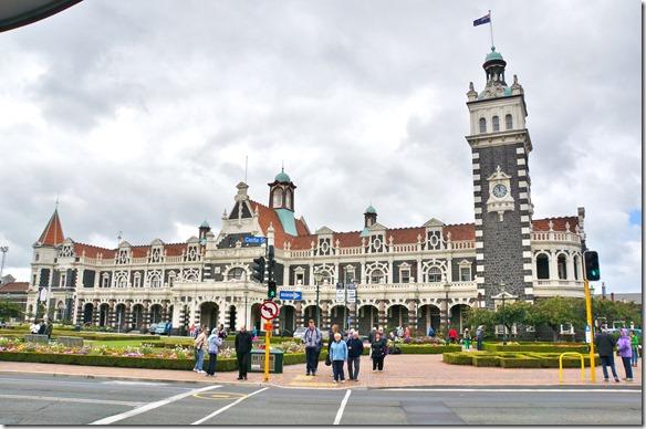 2412 der malerische Bahnhof von Dunedin