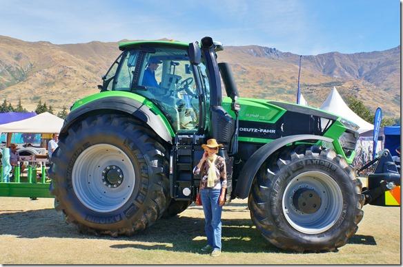 2443 habe diesen Traktor nicht gekauft, weil bei uns die Felder sowiso zu kelin wären