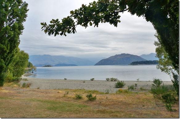 2447 leider war es bedeckt als wir diese Fotos machten am Lake Wanaka