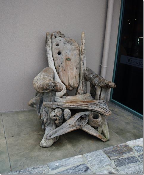 2481 dieser Stuhl war sicherlich auch mal ein Strandgut Kunstwerk