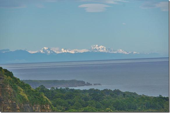 2497 wir hatten viel Glück und sahen die ganze Bergkette mit dem Mounth Cook auf der rechten Seite