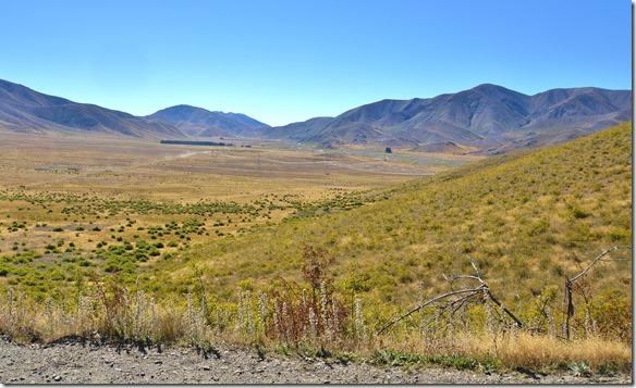 2512 grosse Flächen Farmland, welches von Bergen begrenzt wird