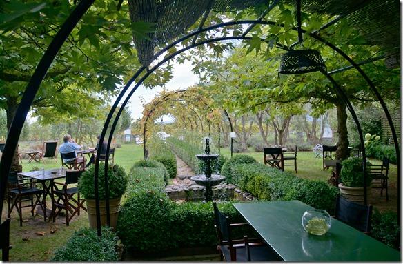 2514 besuchen wir für einen gediegenen Lunch das Hans Herzog Weingut