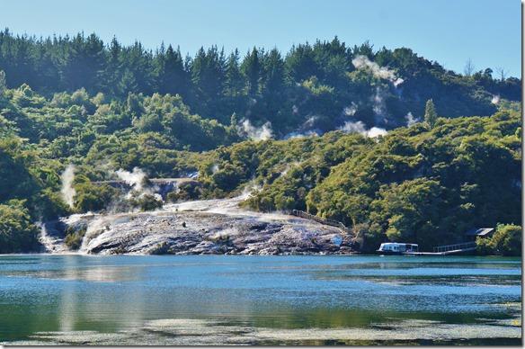 2520 nach dem nochmaligen Besuch der heissen Badequellen in Lake Taupo machen wir noch einen Abstecher zu den Geysieren von Orakei Korako. Dies ist schon ein besonderer Ort