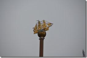 a1007 eine Wahrzeichensäule auf dem Rathausplatz