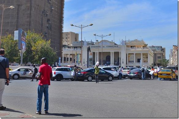 a1216 wieder zurück auf dem Platz der Unabhängigkeit liegt auf einer Seite noch das Haus des Handelsministeriums