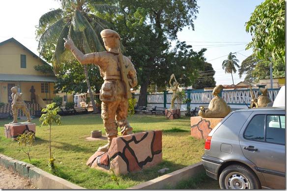 a1274 Statuen vor dem Museum