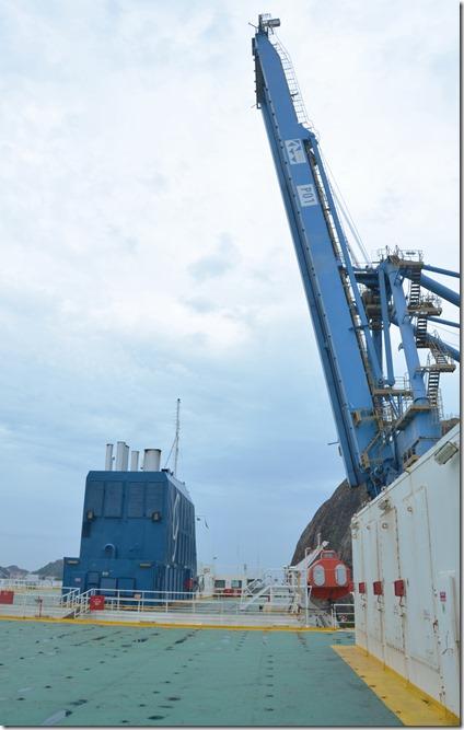 a1600 jetzt weren die Hafenkräne in Position gebracht